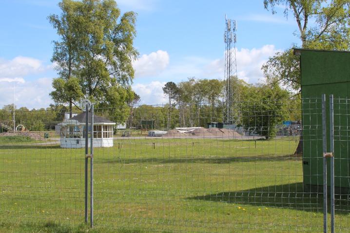 En bild som visar gräs, utomhus, stängsel, fält  Automatiskt genererad beskrivning